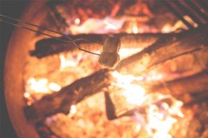 együtt a tűz körül