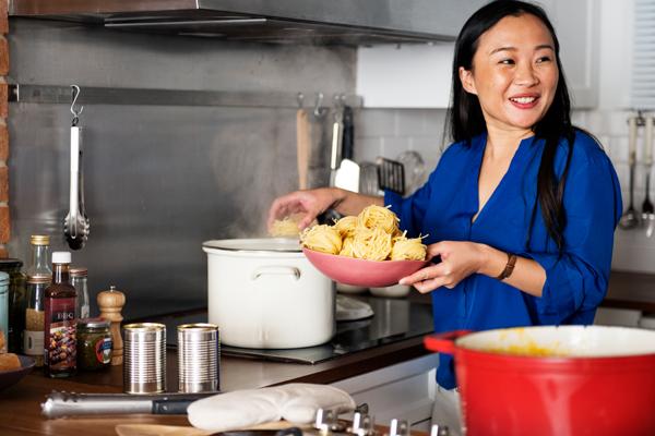 tészta főzés a konyhában
