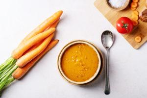 sárgarépa az asztalon